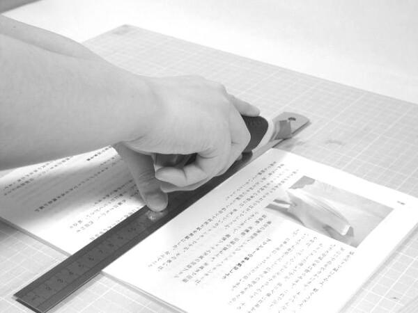 A4用紙に帳合印刷したものをカッターで裁断。A5の大きさになります。